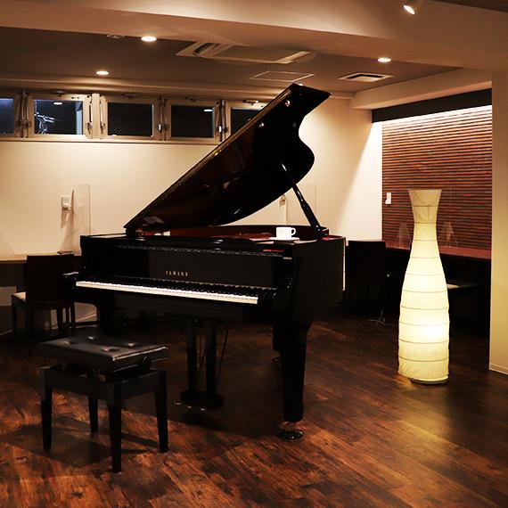 ピアノカフェのグランドピアノ
