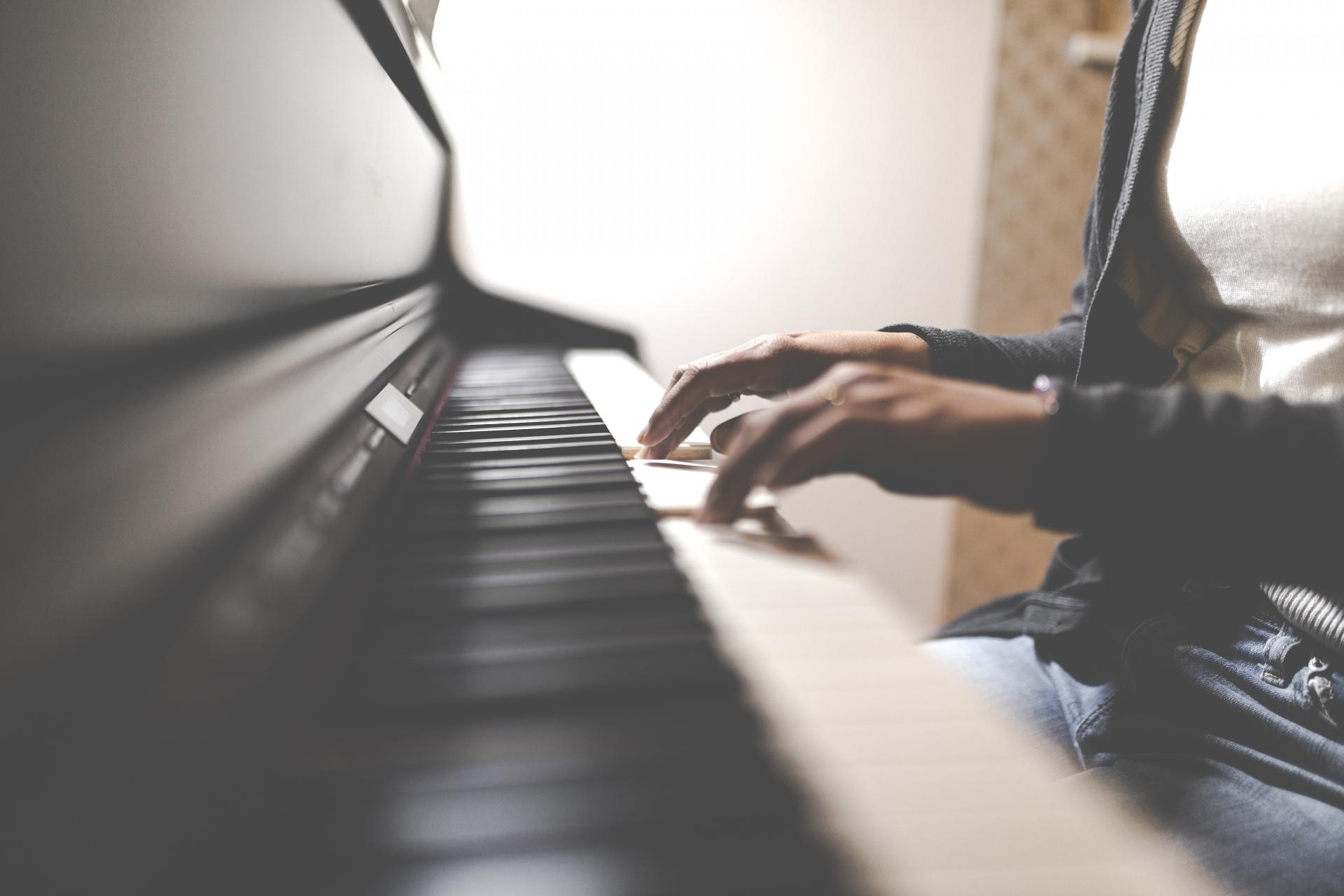 ピアノカフェ伊勢治のサービス